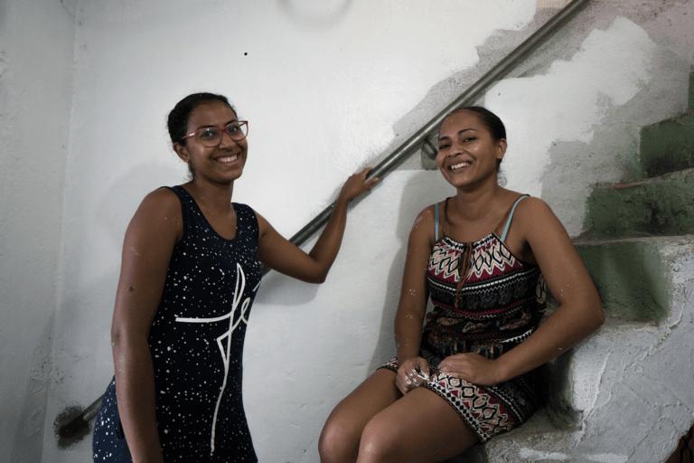 As irmãs Juliana e Julieli também foram beneficiadas. Foto: Rafael Yamamoto/Habitat