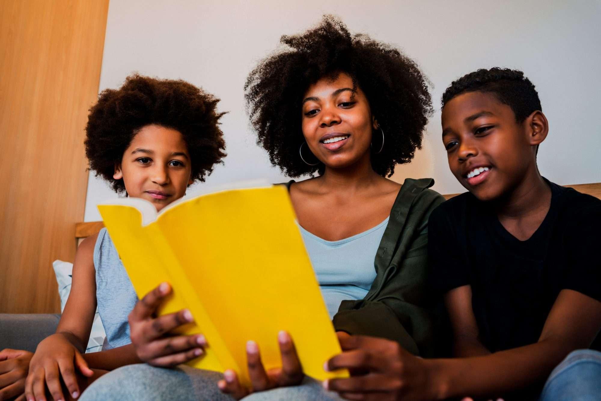 Para incentivar uma educação antirracista, hoje a Habitat Brasil indica três livros infantis que discutem a temática de forma lúdica e didática.